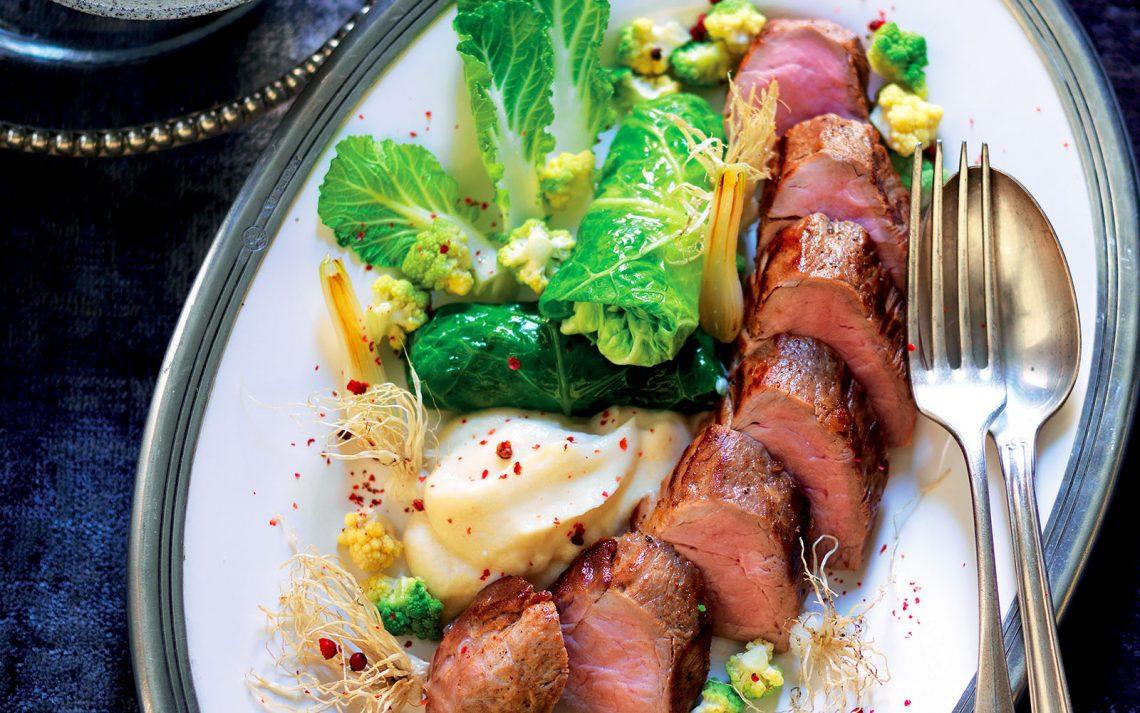 Ricetta Filetto di maiale con involtini di verza