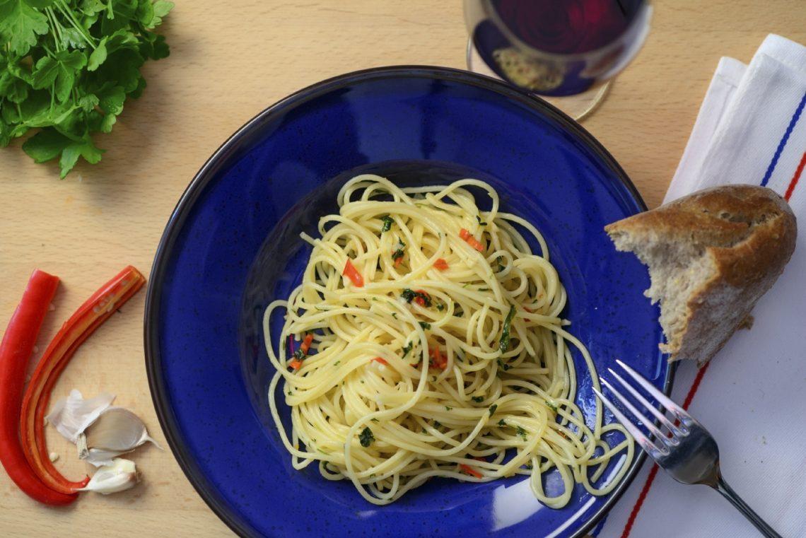 Spaghetti aglio, olio e peperoncino. Sembra una ricetta facile, ma non è!