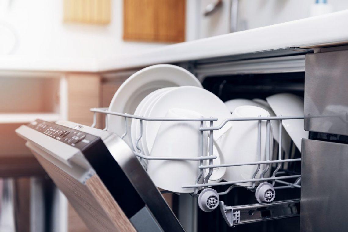 Come pulire la lavastoviglie con metodi naturali