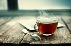 Come scegliere e preparare un ottimo tè per sentirsi meno gonfi e più leggeri