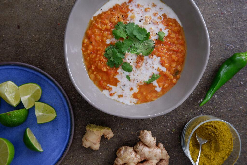 Curry di lenticchie con pomodoro e cocco