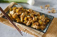la ricetta del piatto cinese con arachidi e peperoni