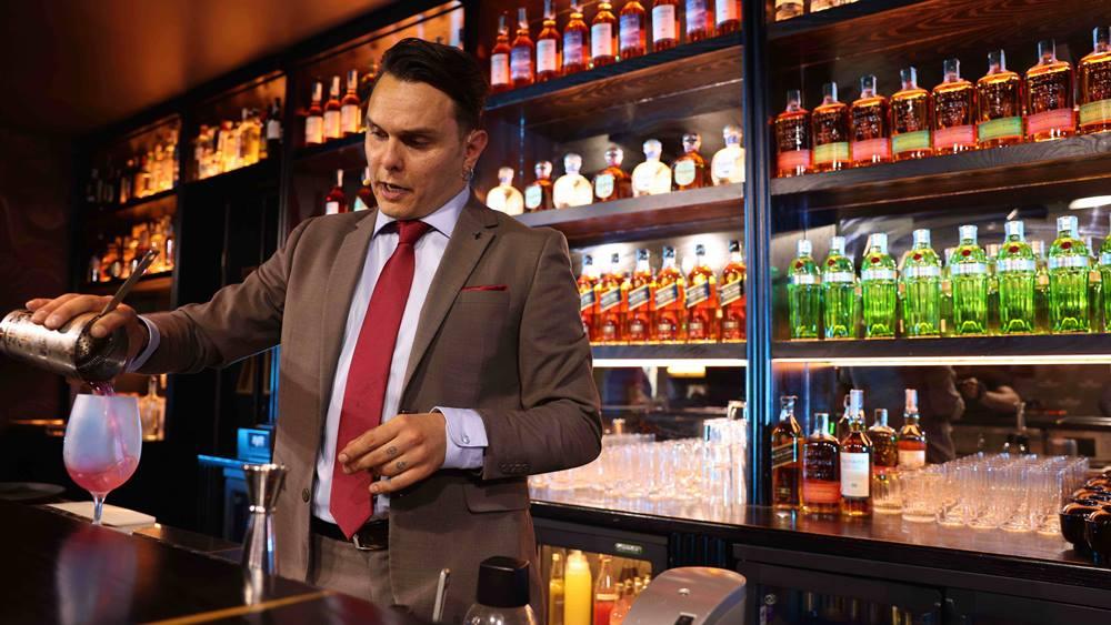Simone Molè bartender